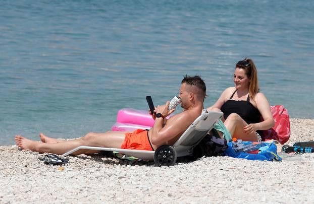 Primošten: Nakon najavljenog toplotnog udara spas je najbolje potražiti u moru