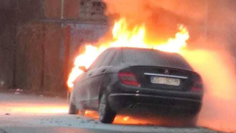 Zapalio se automobil: 'Gorio je iznutra, baš se jako dimilo...'