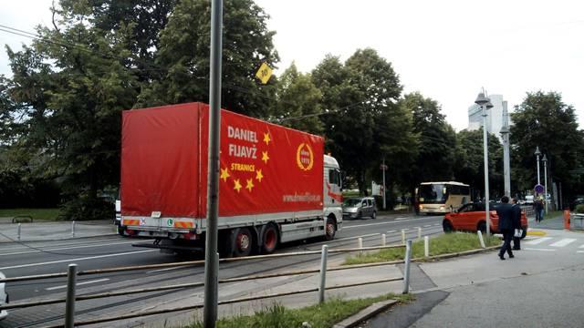 Stali tramvaji u Savskoj cesti: Kamion potrgao naponske žice