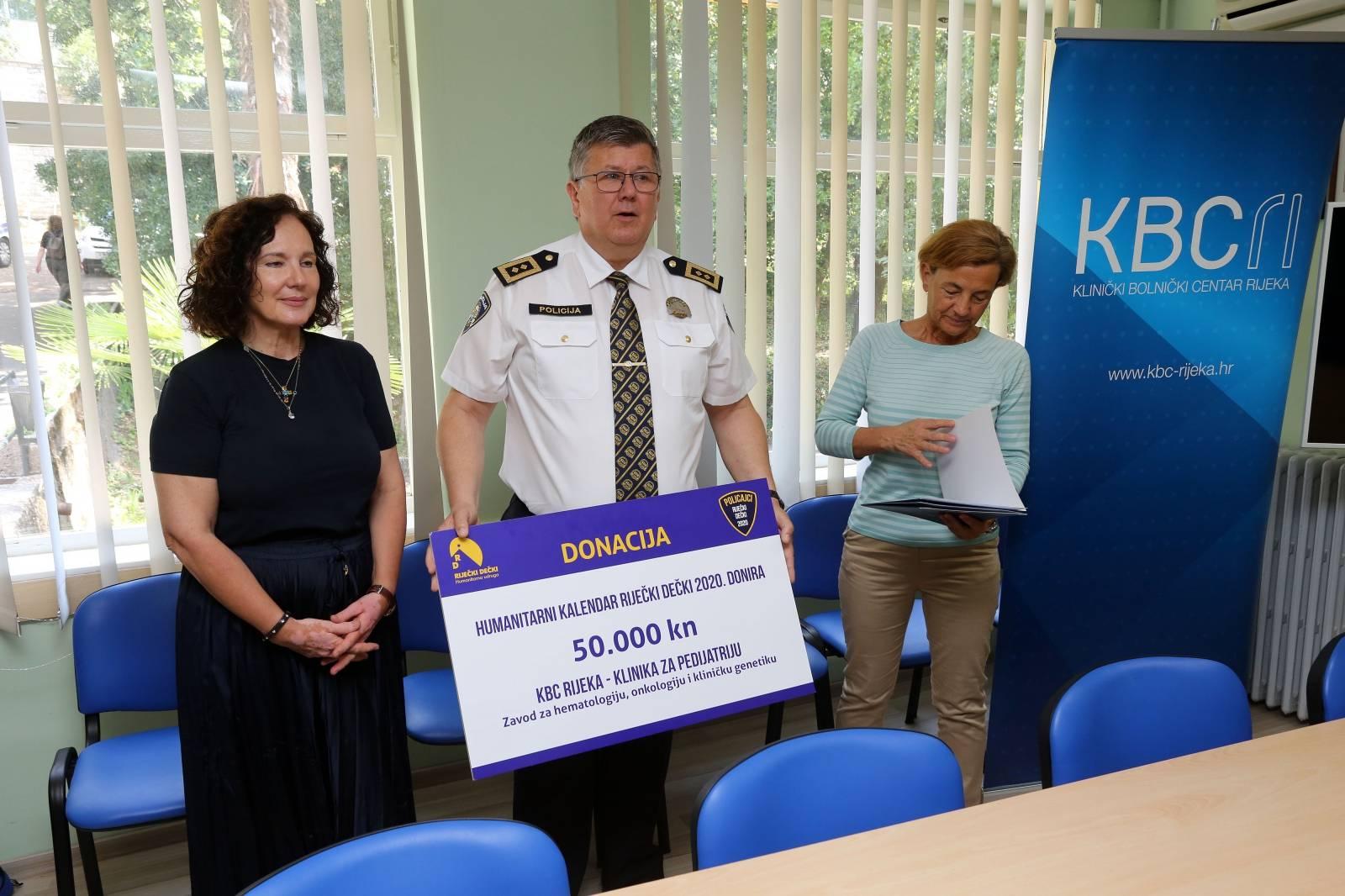 Rijeka: Urečenje donacije Klinici za pedijatriju KBC-a Rijeka od prodaje kalendara Riječi dečki policajci