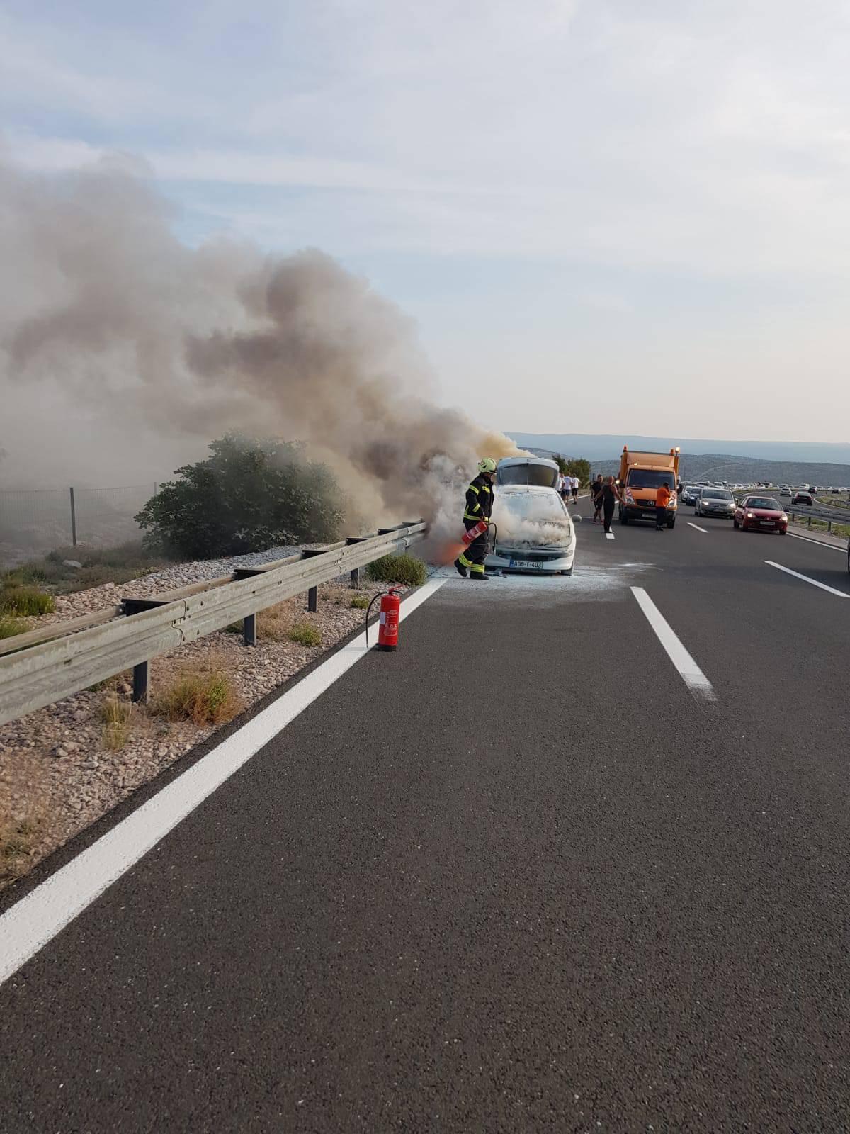 Gorio je automobil kraj tunela Sv. Rok: 'Obitelj je preplašena'