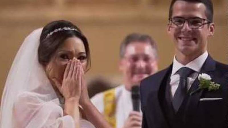 Iznenadio je svoju mladenku pred oltarom u crkvi i toliko dirnuo da je od sreće zaplakala
