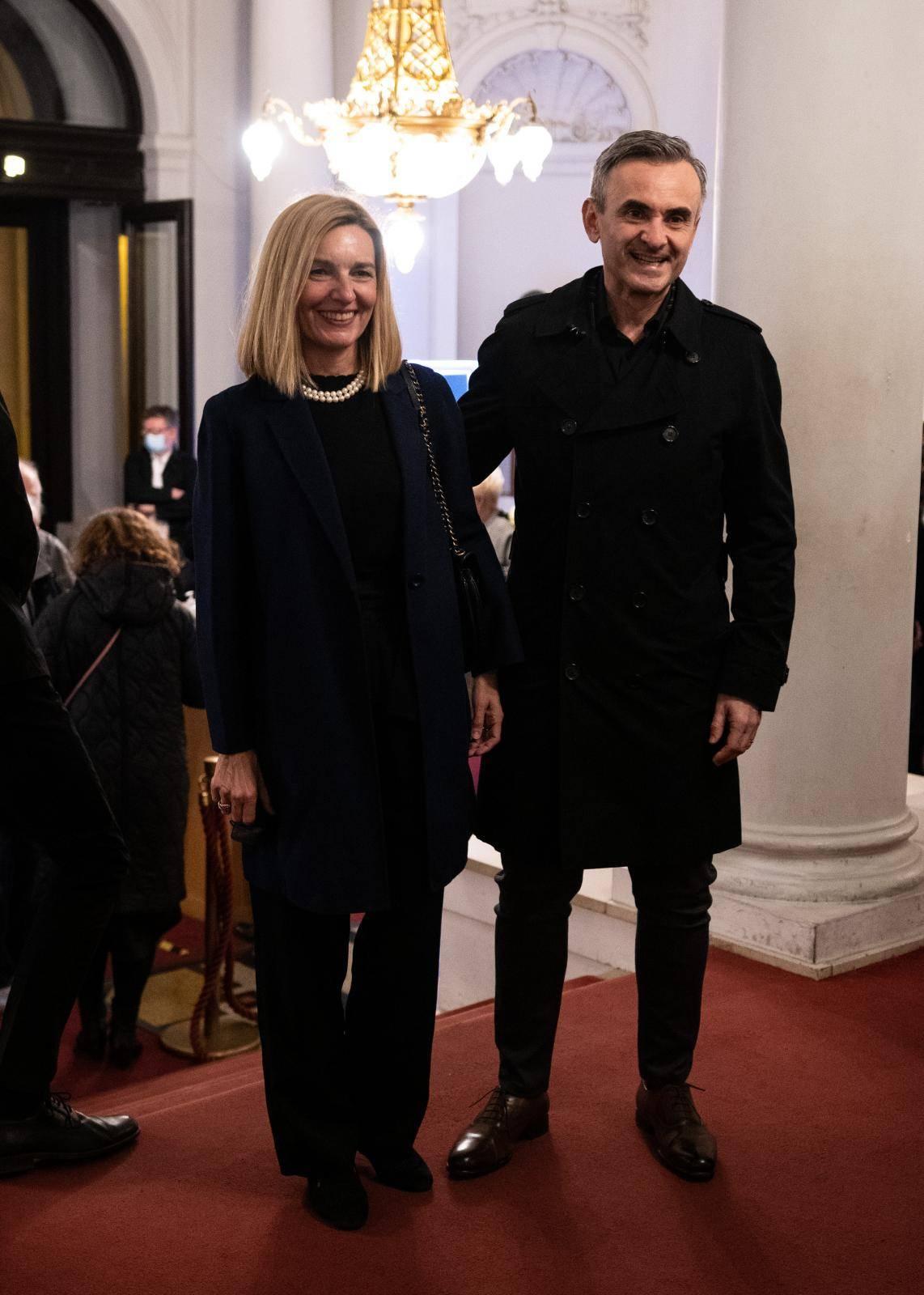 Zagreb: Poznati na premijeri predstave Kad svijeće dogore