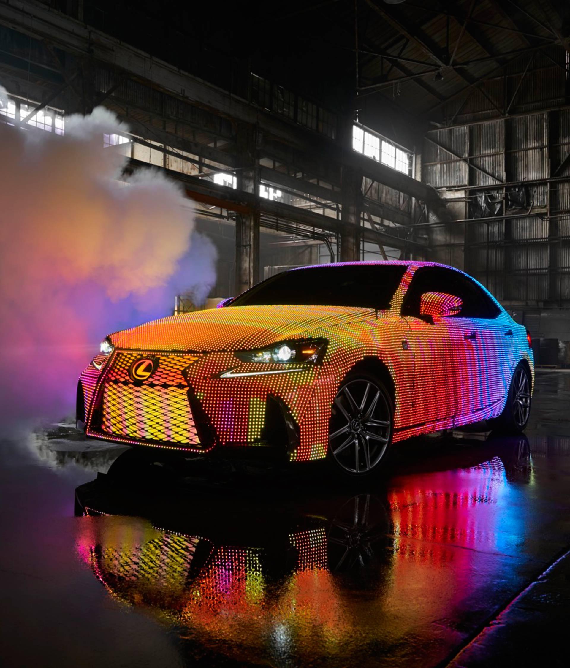 San svakog tunera: U Lexusu stavili 41.999 LED-ica na auto