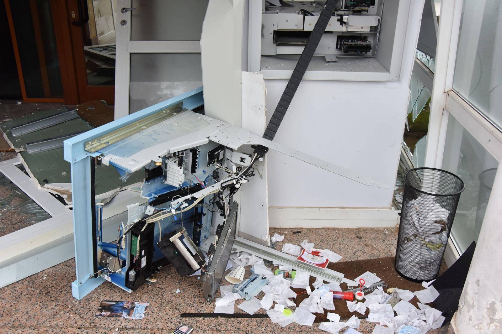 Žminj: Uporabom plinske eksplozivne smjese pokušao provaliti u bankomat
