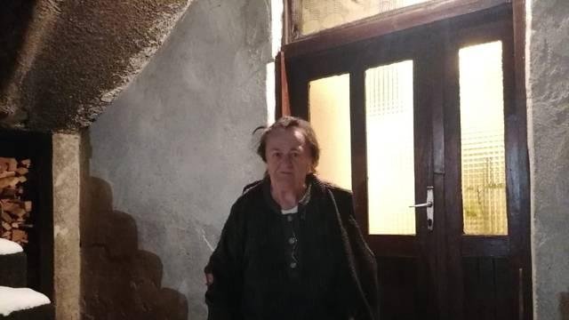 Gospođa Ljubica čeka kontejner: Na štakama sam, svaki put kad je zatreslo ostala sam u kući...