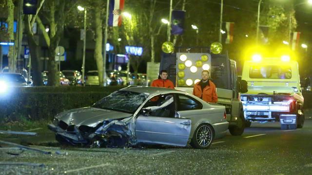 Zagreb: Automobilom se zaletio u tramvajsku stanicu na Vukovarskoj, nema ozlijeđenih