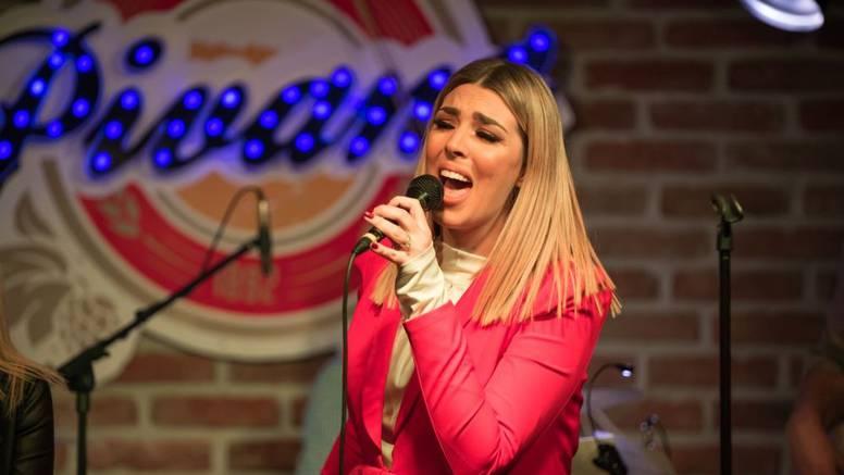 Lea Mijatović sinoć je ponosno predstavila prvi solo album
