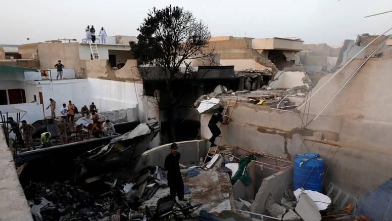 Otkrili uzrok pada zrakoplova u Pakistanu: Pilot je zanemario upute za slijetanje kontrole leta