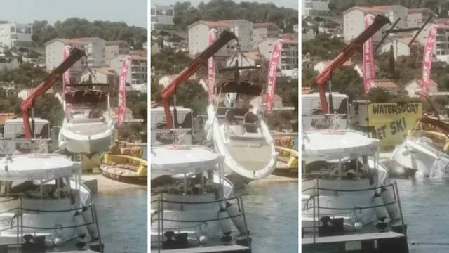 Dizali brod, skliznuo im, udario u rivu i pao u more: 'Oštećen je, nadam se da imaju osiguranje'