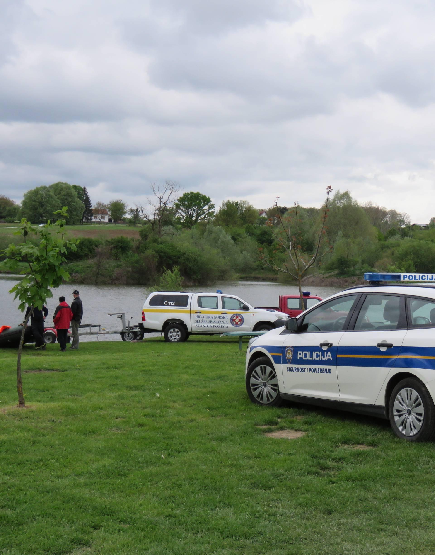 Muškarac nestao u jezeru kod Pleternice, traže ga i specijalci