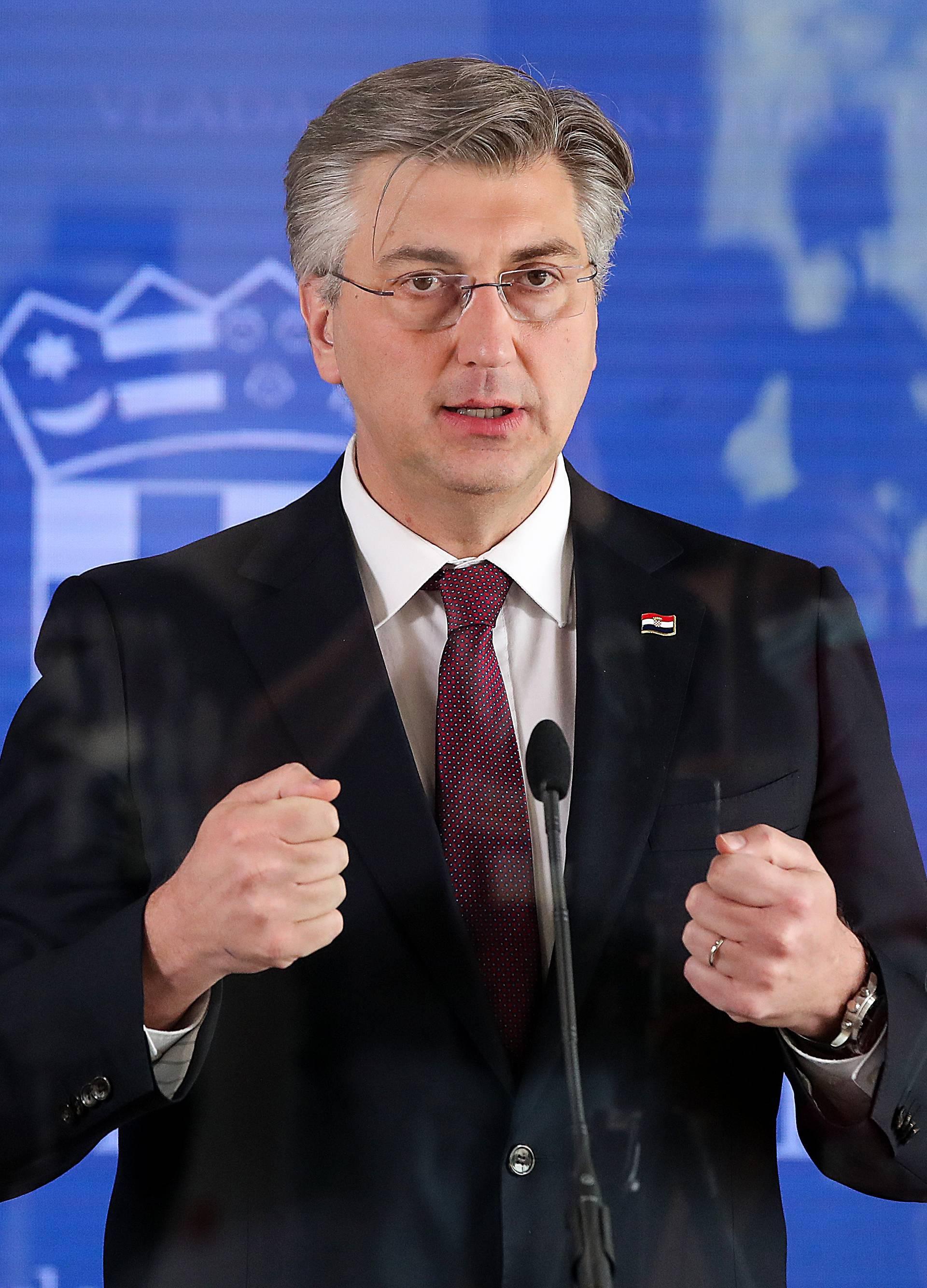 Zagreb: Predsjednik Vlade Andrej Plenković nakon sjednice medijima dao je kratku izjavu