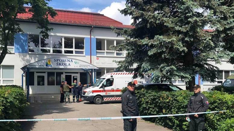 Drogirani mladić upao u školu, ubio ravnatelja i ranio djecu
