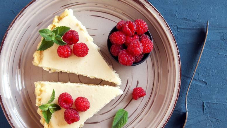 Brza torta od sira s malinama bez pečenja - vrlo jednostavno