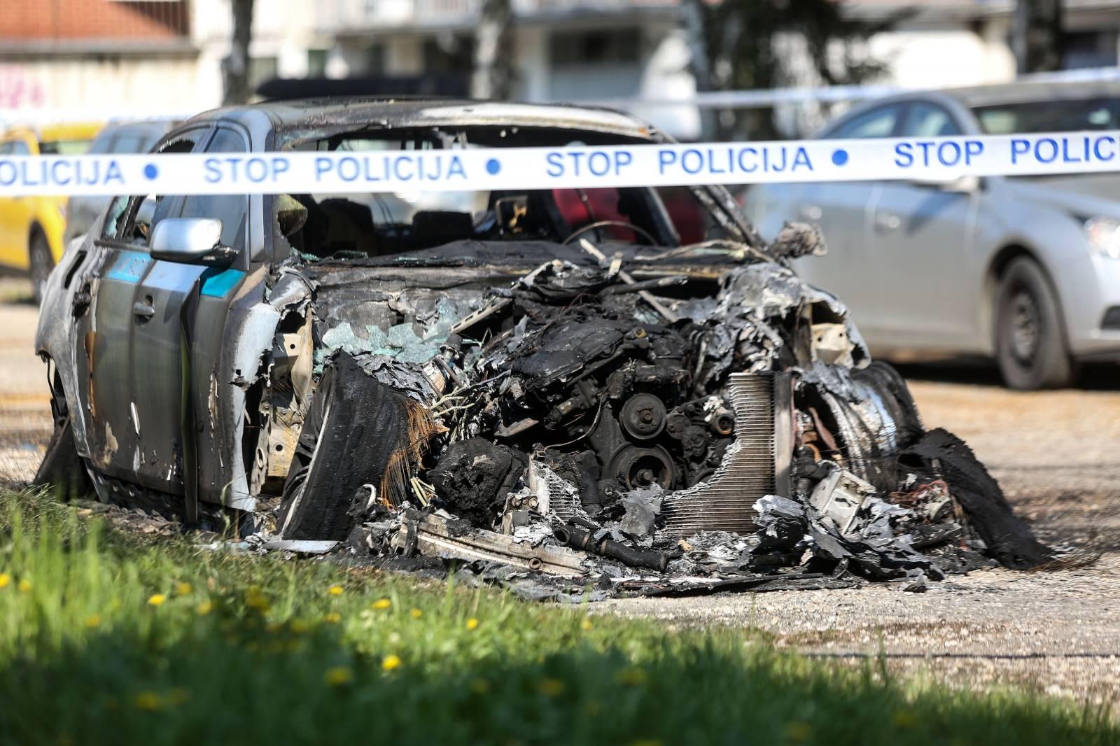 Zagreb: Policijski očevid nad izgorenim automobilom u Dugavama