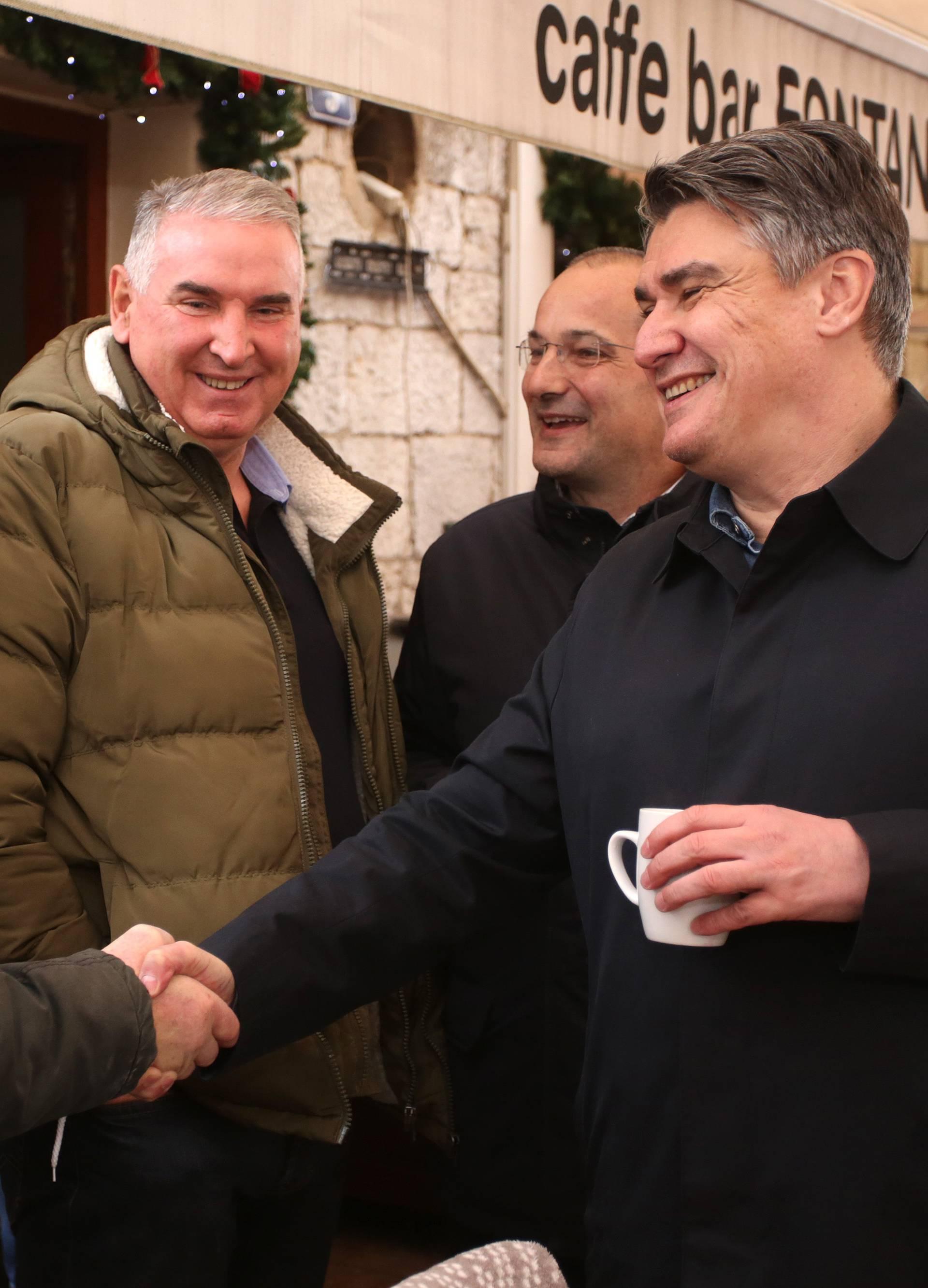 Predsjednički kandidat Zoran Milanović posjetio je Sinj i družio se s građanima