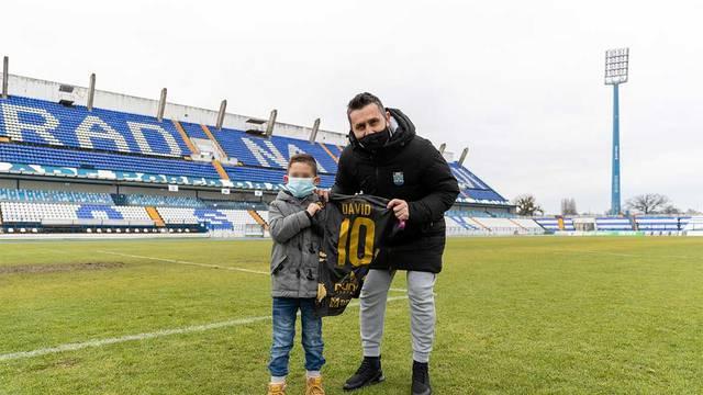 Bjelica dječaka (7) ugostio na stadionu, poklonio mu dres i upoznao ga s idolom Mierezom