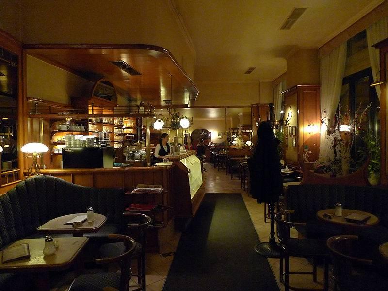 Iscipelarile gosta u kafiću koji je pijan vrijeđao konobaricu