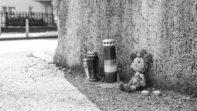 Zagreb: Tužni prizor ispred ulaza gdje je otac ubio troje djece
