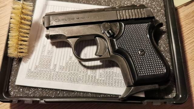 Držao ilegalno oružje, pronašli mu dvije lovačke puške i pištolj