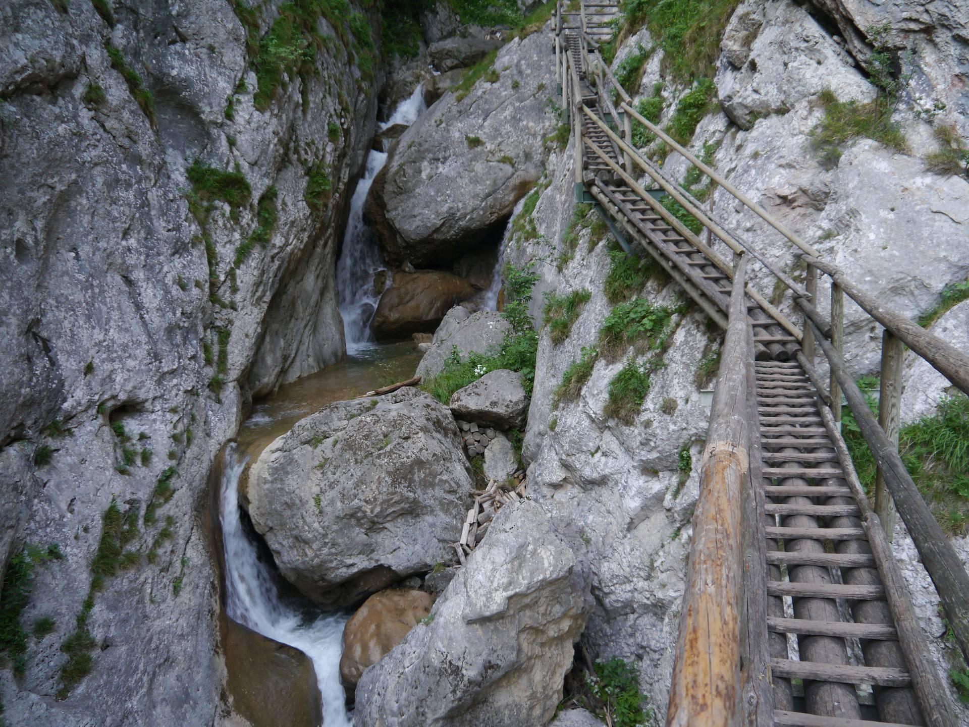 Užas u Austriji: Odron kamenja ubio dvoje i ozlijedio sedmero