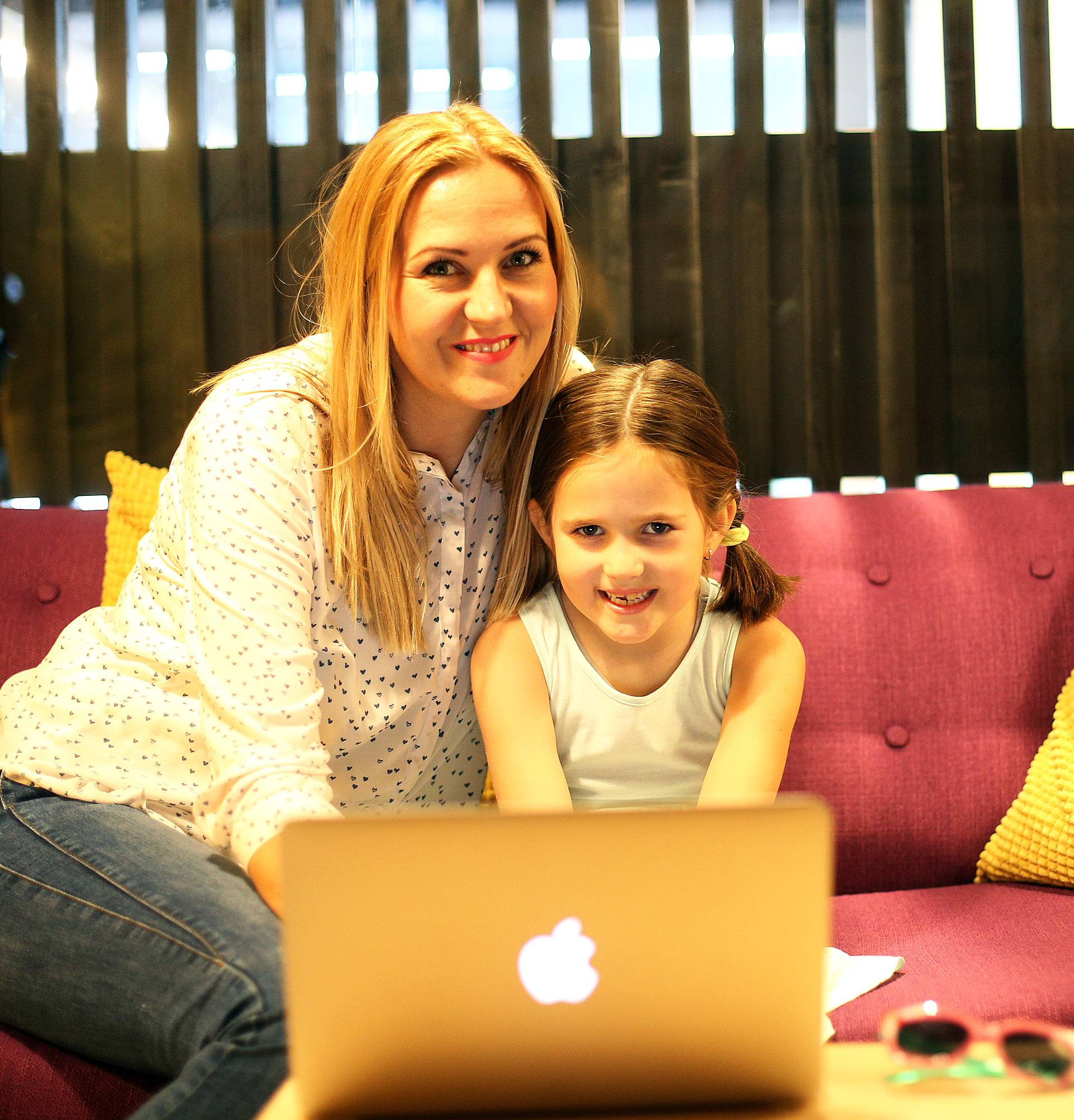 Djeca trebaju biti 'za ekranima' manje od pola sata - dnevno