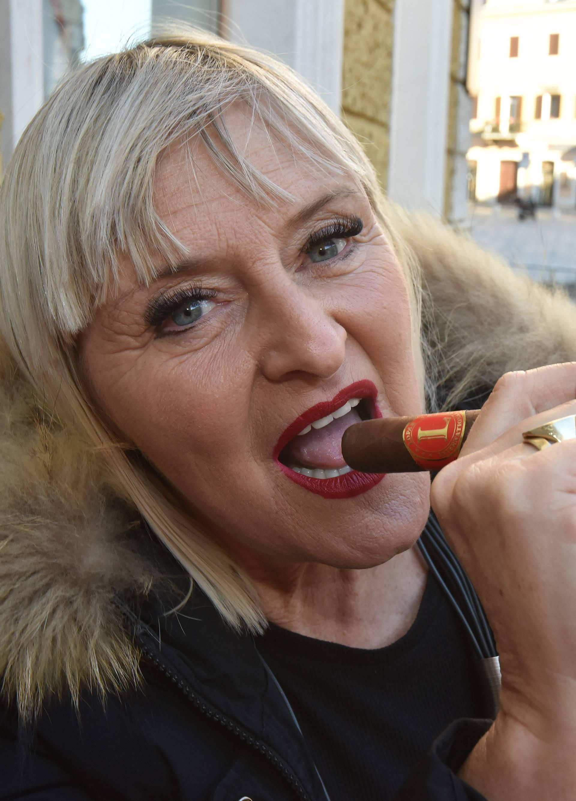 Žena koja proizvodi cigare Sanja Lopar