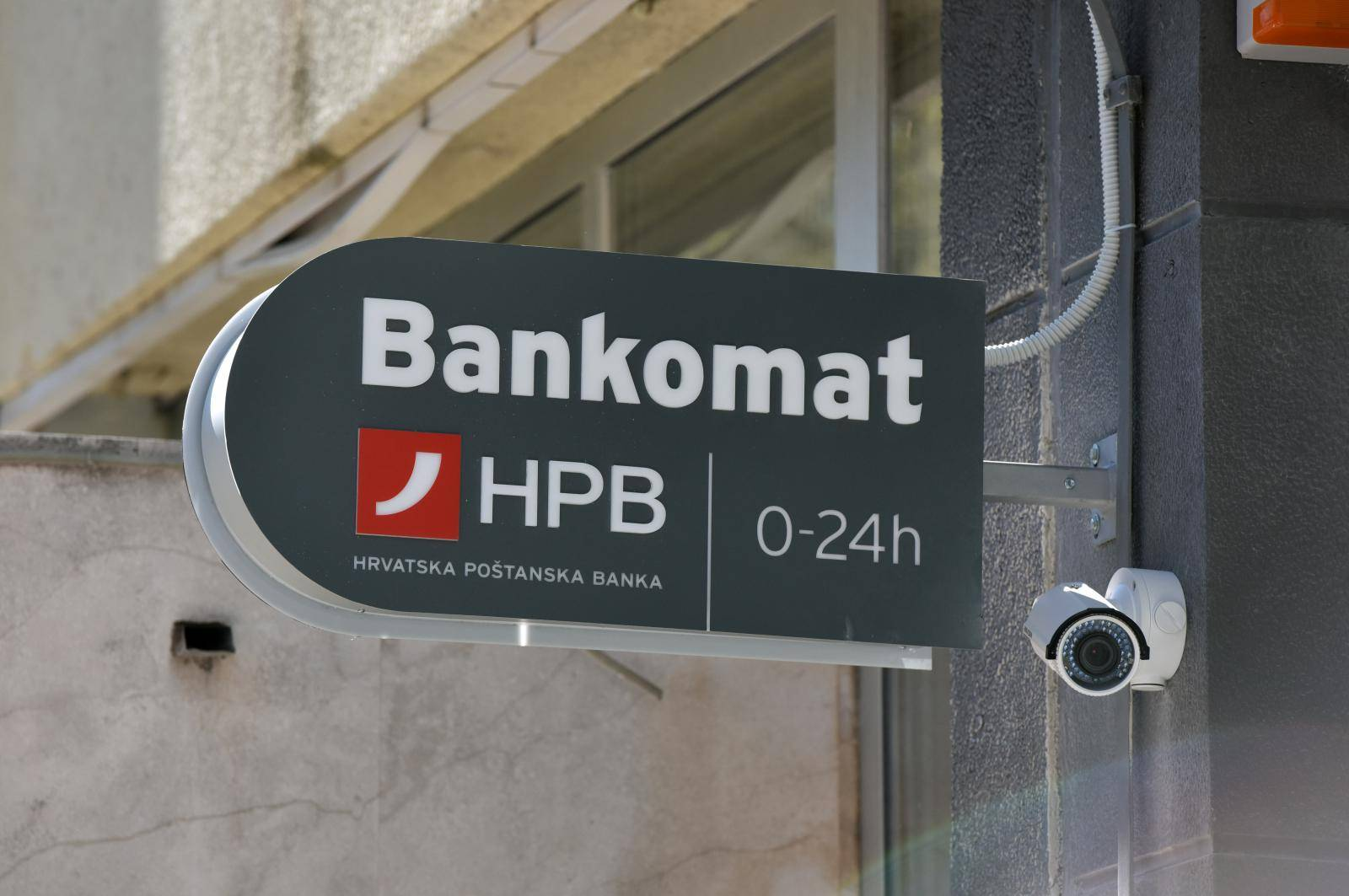 Od 1. travnja Jadransku banku preuzima Hrvatska poštanska banka