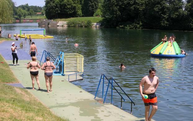 U Karlovcu i službeno otvorena sezona kupanja na rijeci Korani