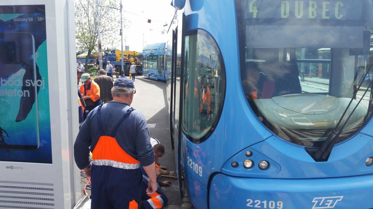 Čuo se lom: Tramvaj je iskočio iz tračnica na Savskom mostu