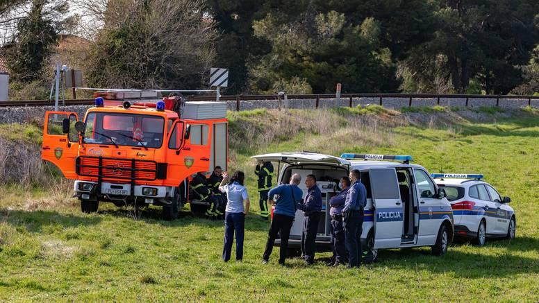 Sudar vlaka i auta u Novom Marofu: Pokušao proći prugu dok je rampa bila spuštena