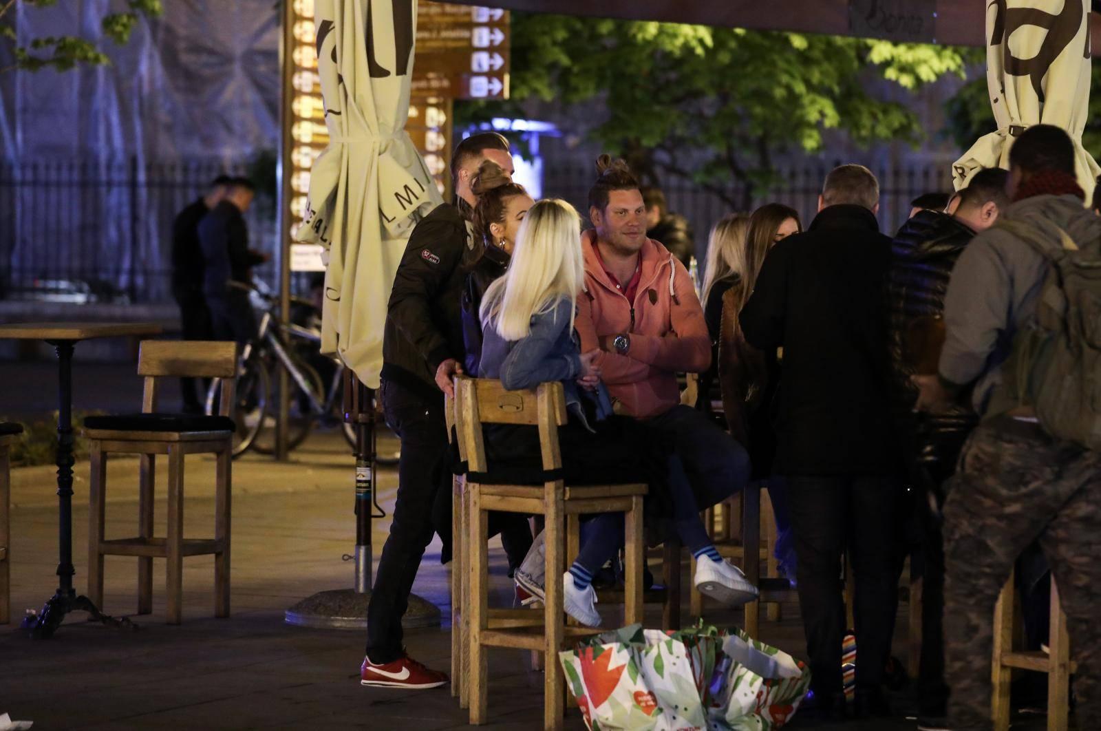 FOTO Terase u centru Zagreba pune, mladi se družili na Jarunu