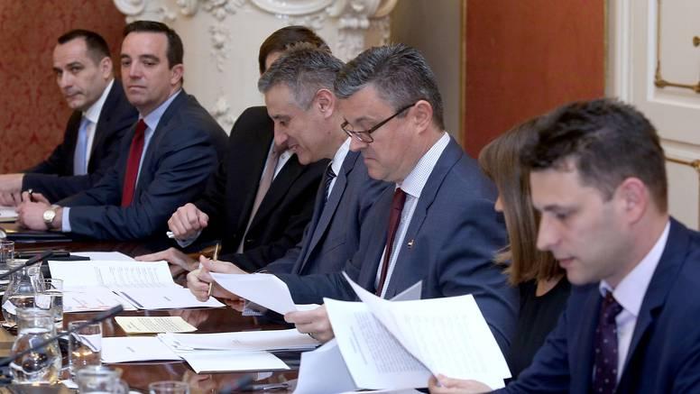 Pat pozicija: Novi izbori nose gubitak od tri milijarde kuna?