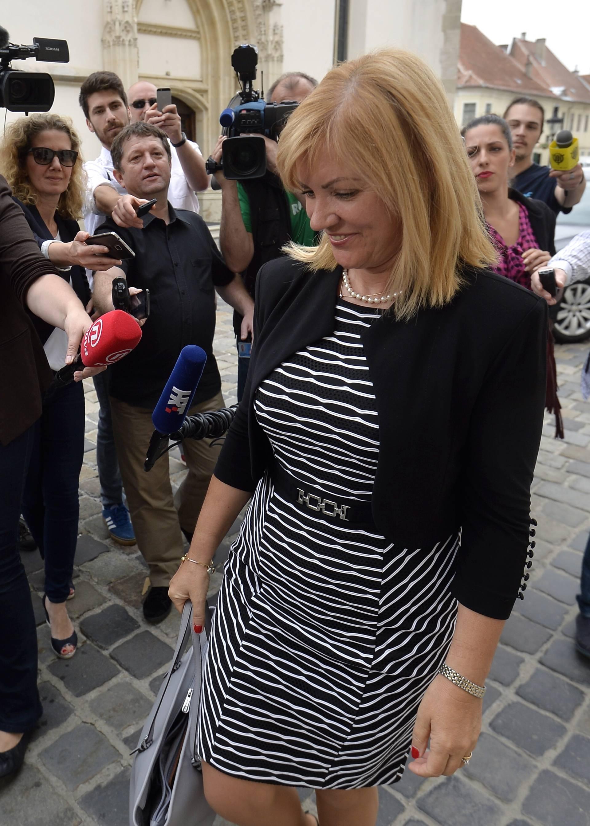 Ministrica Juretić je poljubila kolegu i poručila: 'Nek' crknu'