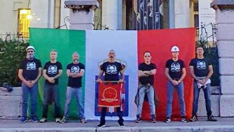 Fašisti provocirali  zastavom u Rijeci, četvorica su privedena