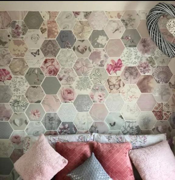Uredila zidove u kući koristeći samo  besplatne uzorke tapeta