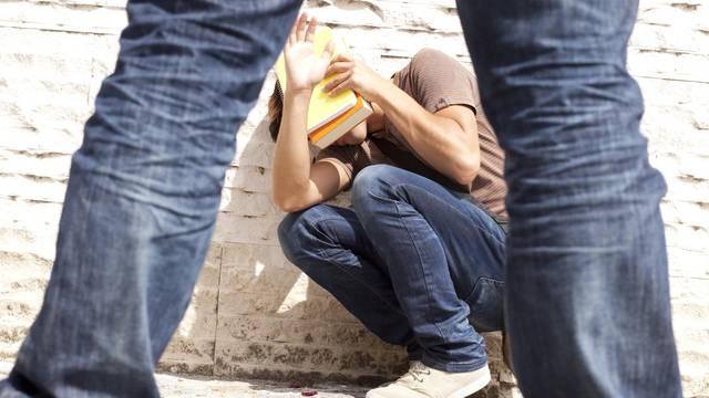 Teror: Dječak mlati i zlostavlja 17 učenika, oni ne idu u školu