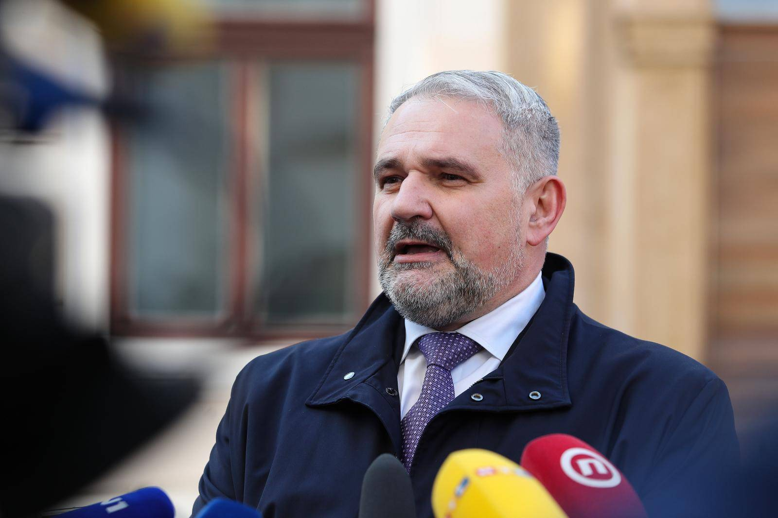 Gospodarstvenici dolaze na sastanak u Banske dvore s predsjednikom Vlade Andrejom Plenkovićem