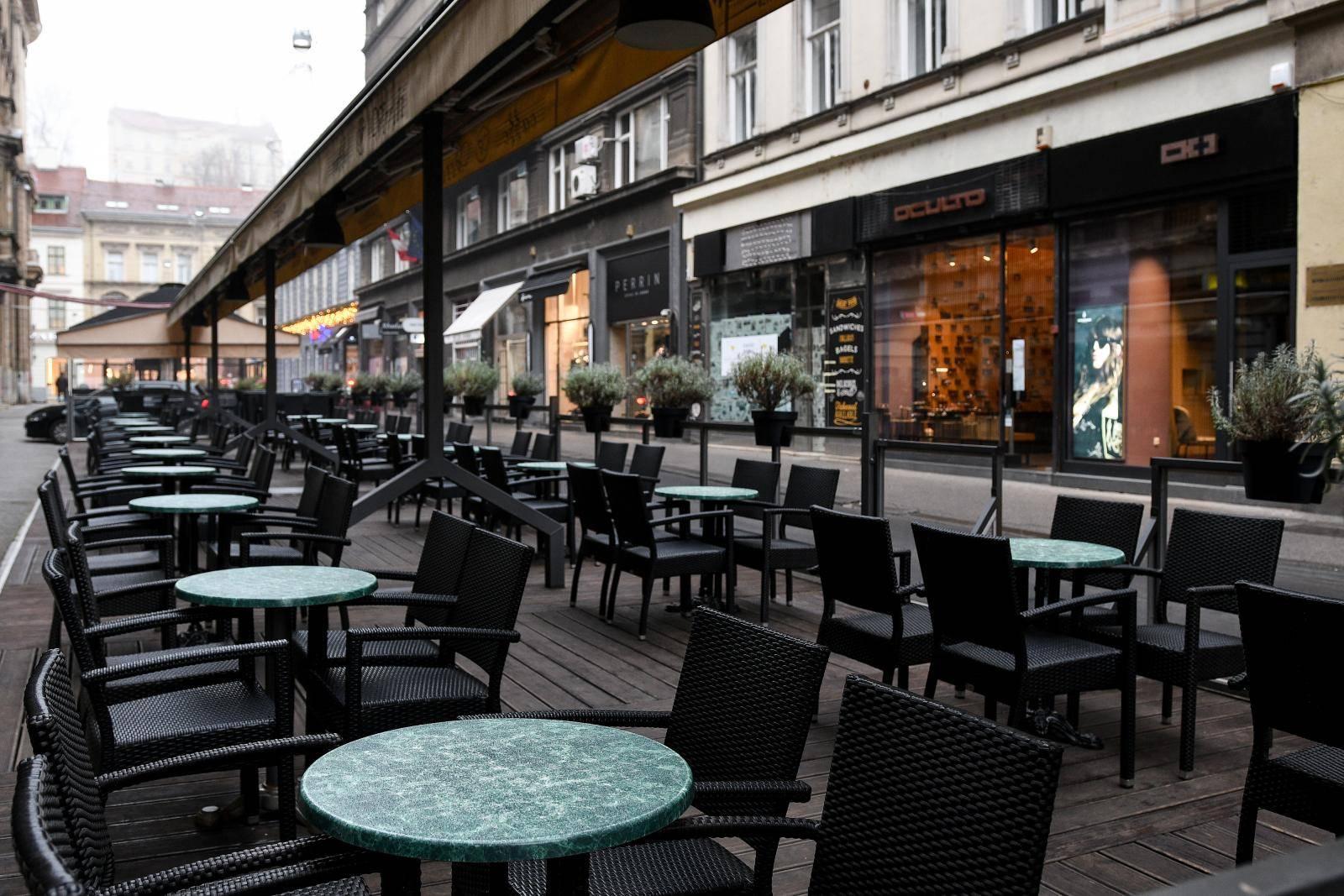 Zagreb: Puste terase zatvorenih ugostiteljsih objekata u centru grada