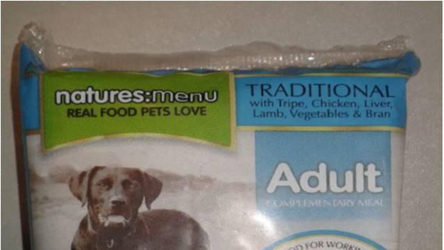 Oprez: Ministarstvo zabranilo zamrznutu sirovu hranu za pse