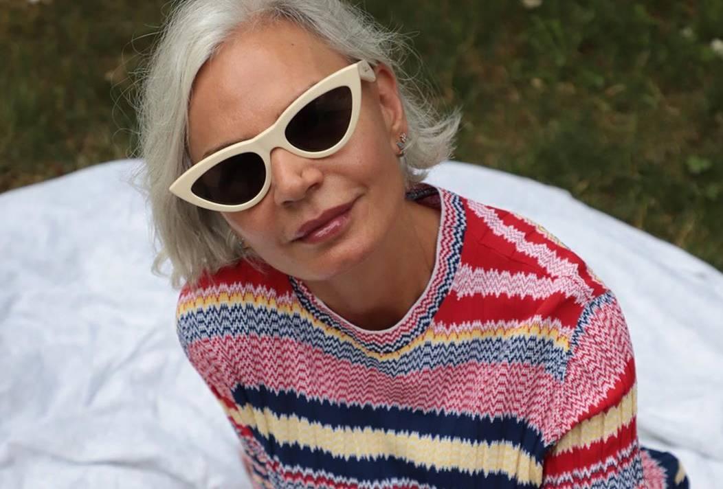 Prugasta pletenina u jarkim bojama za ležeran dan u prirodi