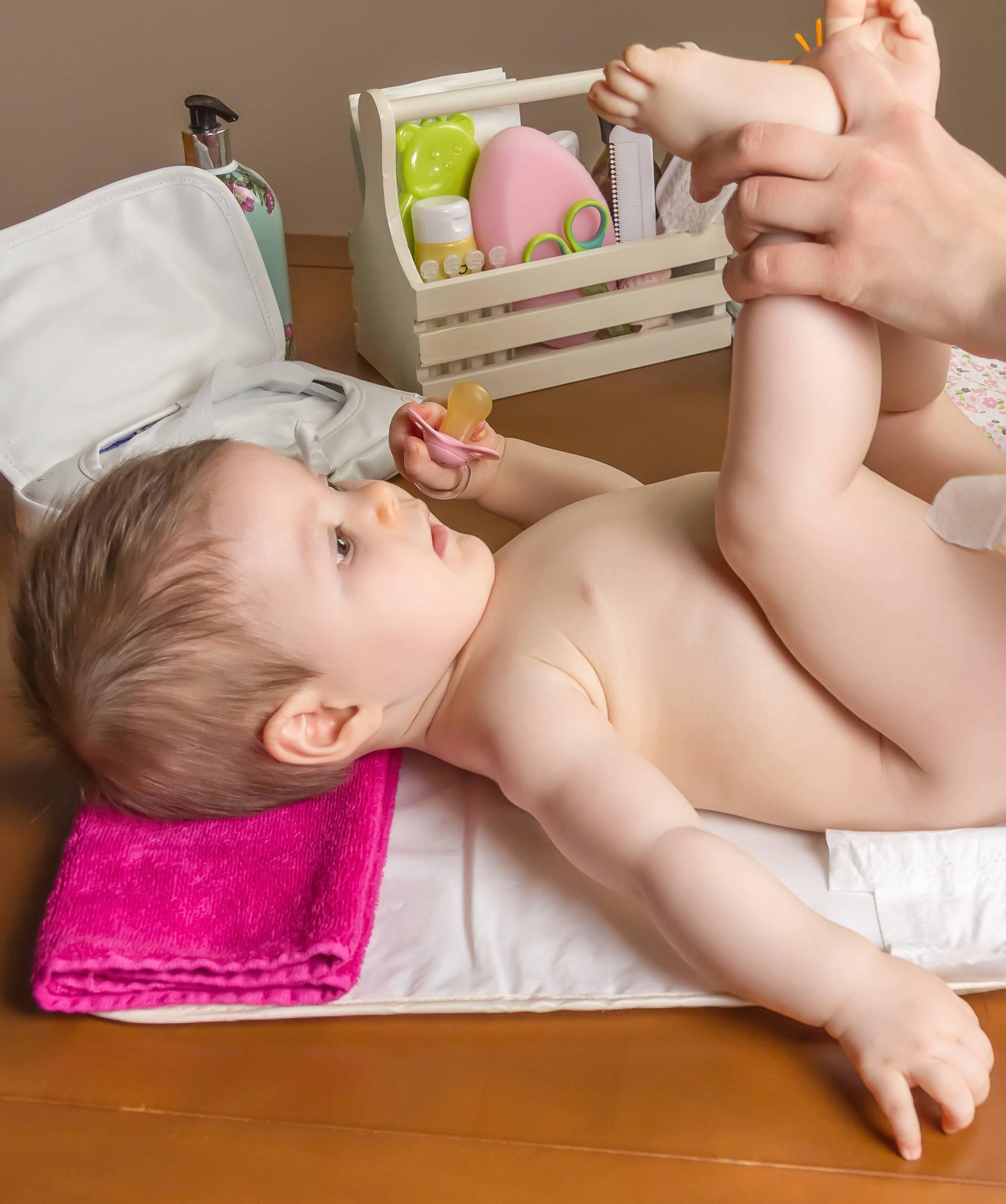 Mama otkrila predobar trik za mijenjanje pelena veselih beba