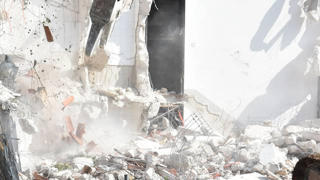 Uklanjaju se ilegalni betonski platoi u općini Donja Podstrana