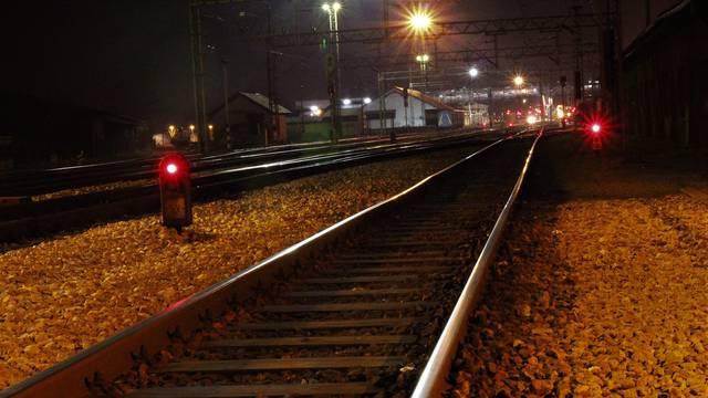 Popeo se na teretni vlak, pa ga udarila struja: Mladić ima teške opekline, u induciranoj je komi