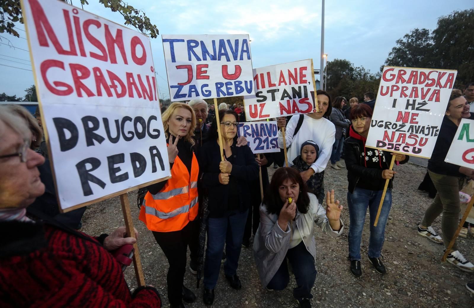 Stanari Trnave prosvjeduju zbog dugogodišnjeg problema pružnog prijelaza u njihovom kvartu