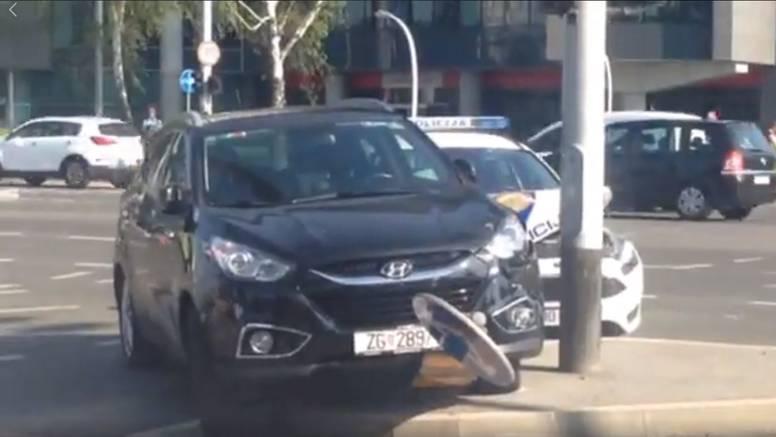 Sudarili se policijski i osobni auto: Jedna osoba ozlijeđena