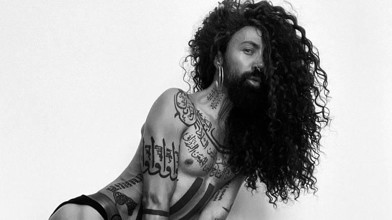 Božo Vrećo fotkao se u donjem rublju i pokazao razne tetovaže