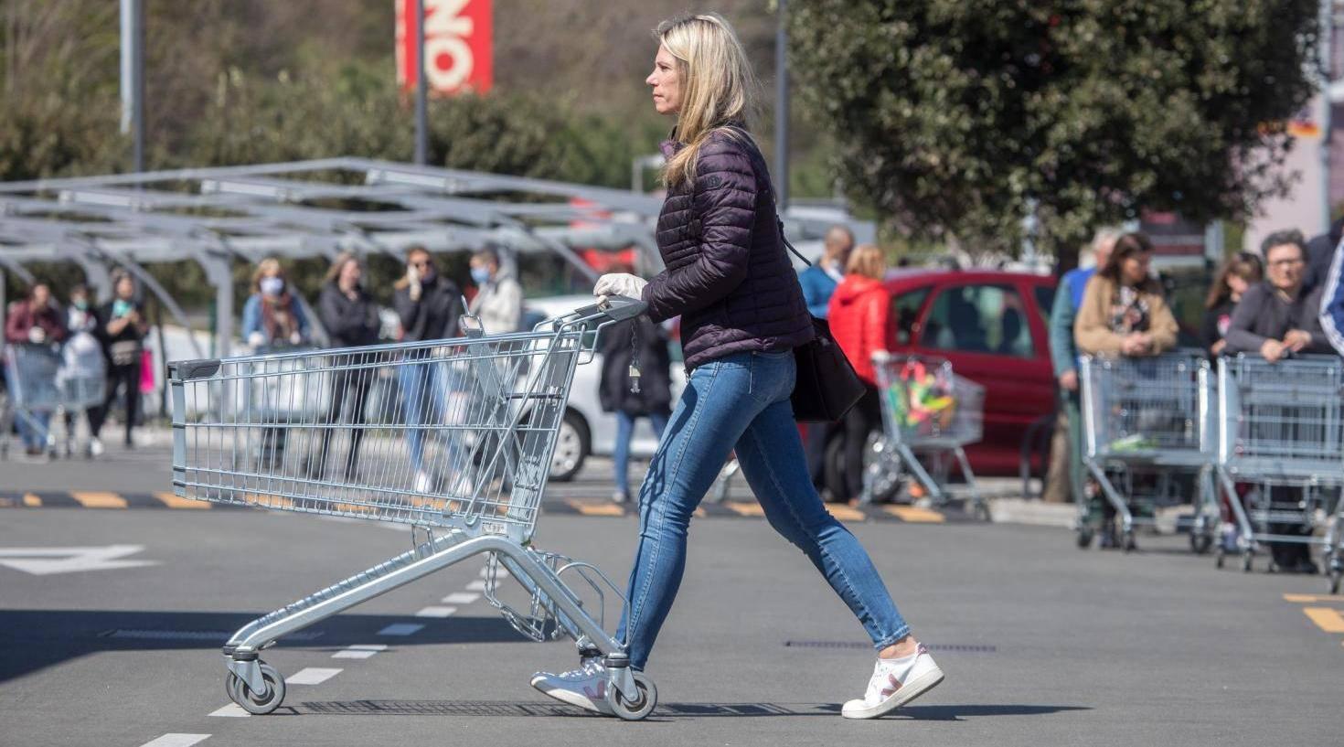 Rijeka: Zbog epidemije koronavirusa u trgovačke centre pušta se određeni broj kupaca