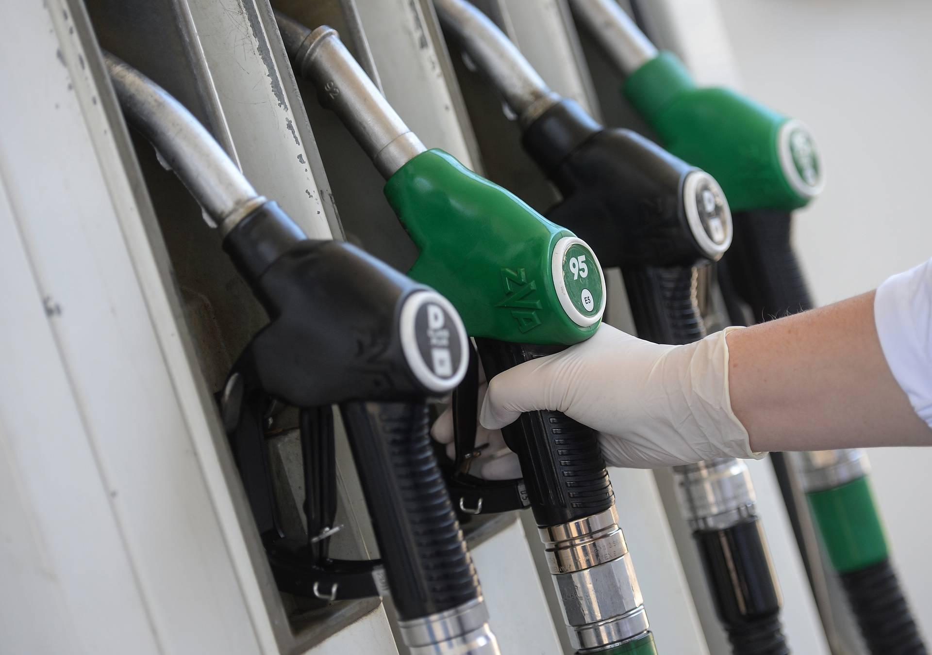 Od ponoći skuplje gorivo - dizel za 10 lipa, a Eurosuper za 3 lipe