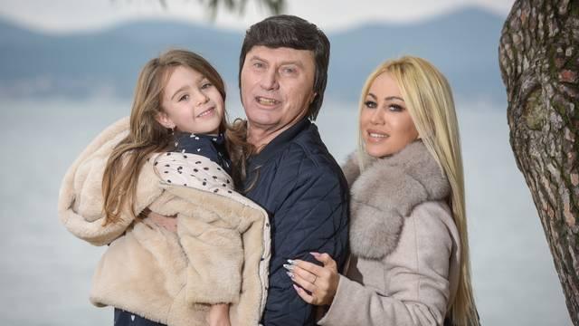 Pradjed Duško: Razmazio sam i unuku i praunuku, što ću drugo